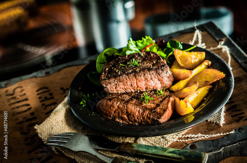 canvas print picture Healthy lean grilled beef steak and vegetables