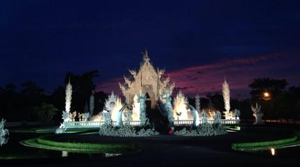 Wat Rongkhun in twilight sky