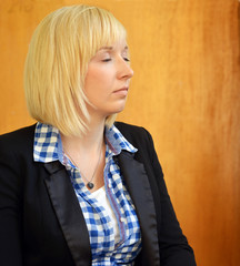 blonde Frau in Meditation