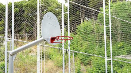 Campo de baloncesto en el parque del Turó de la Peira