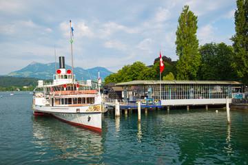 Dampfschiff in Luzern