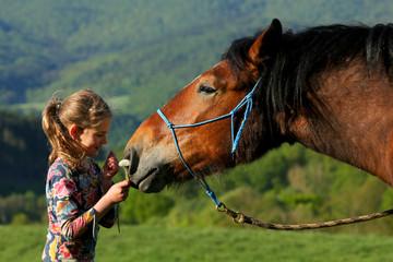 Mädchen,Blume und Pferd