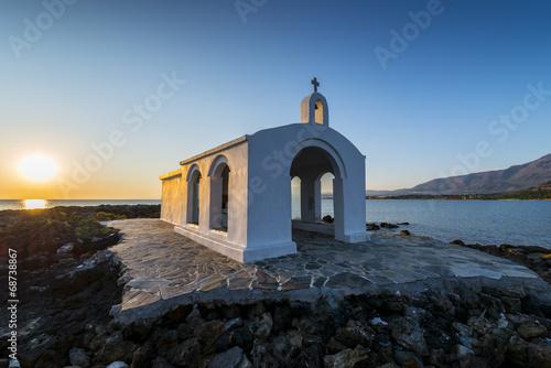 Leinwanddruck Bild White Church By Sunrise In Crete