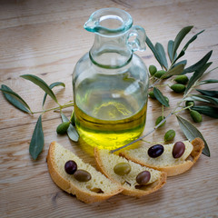 Kännchen mit Olivenöl
