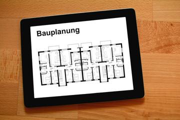 Bauplan für Wohnungsbau Immobilie auf Tablet-PC