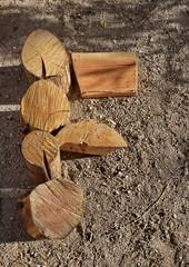 F, buches de bois