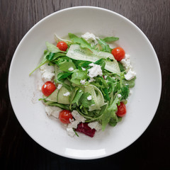 Salad mix with goat cheese