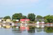 canvas print picture - Altstadt von Ekenäs (Tammisaari) spiegelt sich im Wasser