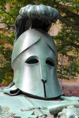 Helm auf dem Grabmal von Ehrensvärd auf Suomenlinna