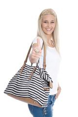 Sommerschlussverkauf: junge Frau mit Tasche beim Shoppen