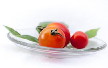 Pomodori rossi con basilico