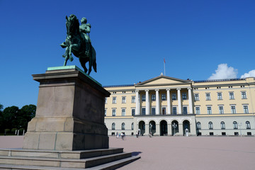 statue in front of royal palace in oslo
