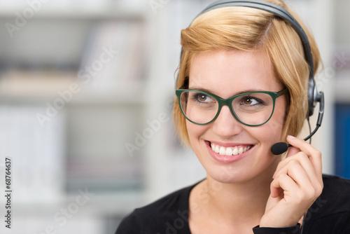 canvas print picture geschäftsfrau telefoniert mit headset