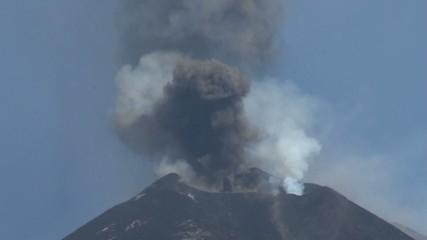 Volcano erupting (Etna 12/08/14)