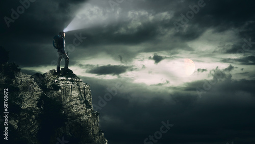 Tuinposter Alpinisme Night Hiking