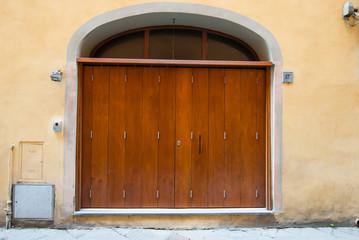 Portone di legno, ingresso palazzo