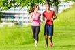canvas print picture - Freunde joggen gemeinsam durch den Park