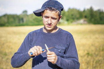 The teenager with the knife on a field