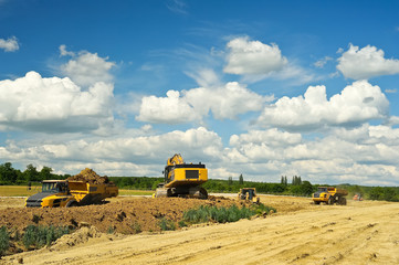 Baufahrzeuge auf einer Baustelle