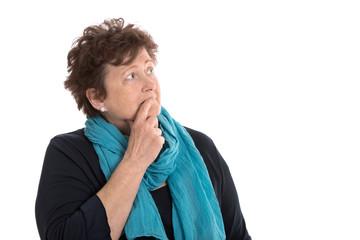 Armut im Alter: Rentnerin macht sich Sorgen um Ihre Pension