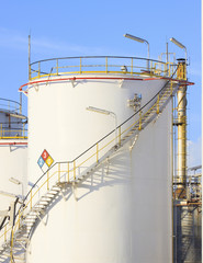 RFM extract chemicals tank strorage in petrochemical refinery pl