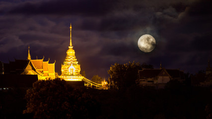 Full moon om thailand temple