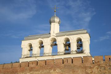 Звонница святой Софии на фоне голубого неба. Великий Новгород