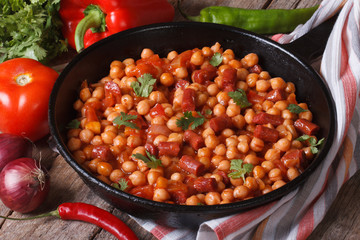 Chickpeas with chorizo ​​in a frying pan and the ingredients