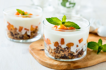 Peach trifle with crunchy toasted oats