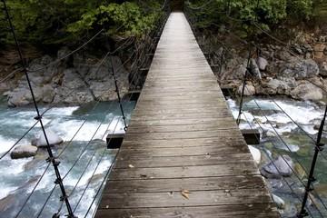 木製の吊り橋