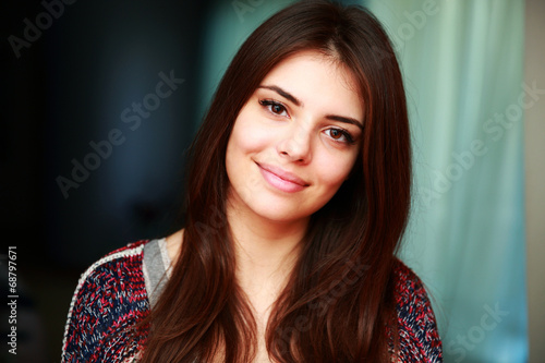 canvas print picture Portrait of a happy attractive woman at home