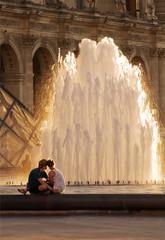 Влюбленные у фонтана