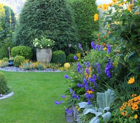 besonders gepflegte Gartenlandschaft