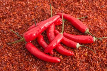 Peperoni auf Paprikaflocken