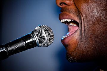 Gesang am Mikrofon