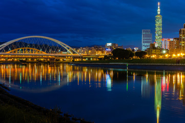 Night scenes of the Taipei city by the river