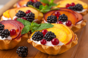 Tarts with froots