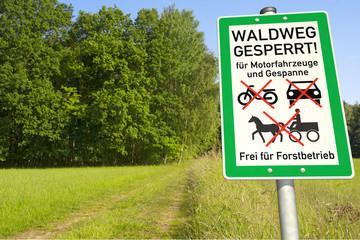 Schild Waldweg für Motofahrzeuge u. Gespanne gesperrt