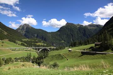 Ancienne et nouvelle route vers l'Italie.