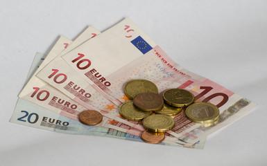 Kleingeld auf Scheinen