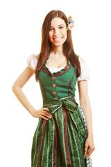 Lächelnde Frau im grünen Dirndl
