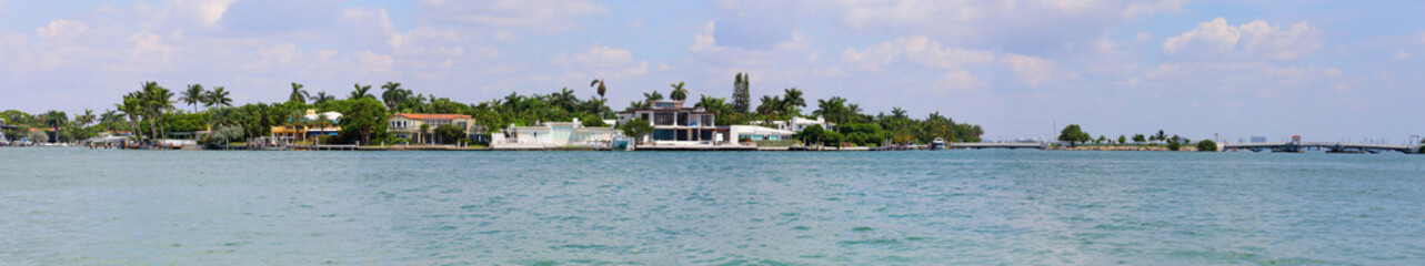 Panoramic Miami Beach homes on the water