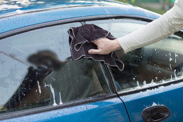 The process of washing and wiping cars with the help of a cloth