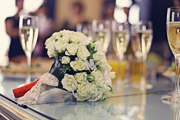 champagne wedding bouquet