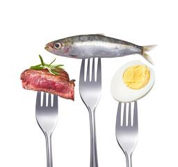 Tierische Proteine auf Gabeln