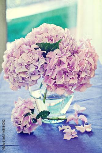 Staande foto Hydrangea Pink hydrangea flowers in a vase .