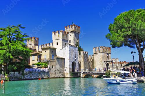 Fotobehang Kasteel scenery of Italy series - Sirmione. Lago di Garda