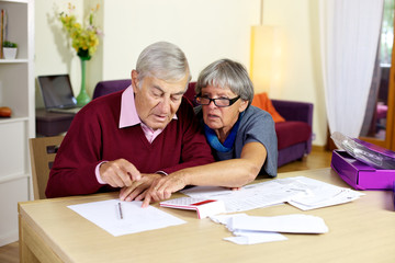 Senior couple in trouble calculating bills and taxes