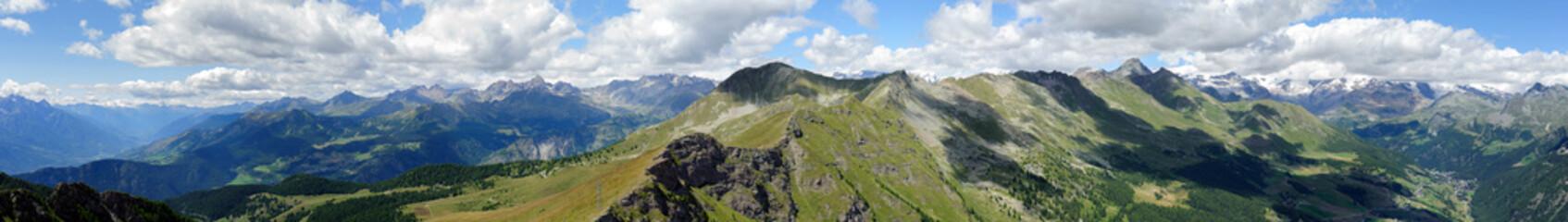 Panoramica sulla Valle d'Aosta dalla vetta del Monte Zerbion -