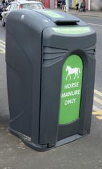 Roadside bin for horse manure